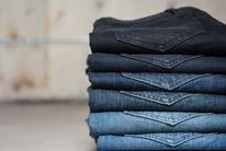 Jeans/tmavé prádlo